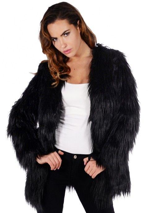 Ce manteau en fourrure noir est bien trop canon pour passer à côté ! Ne loupez pas une occasion pareille et sortez couverte sans perdre une miette de votre style avec cette veste en fourrure qui se porte aussi bien en mode casual qu'habillé.
