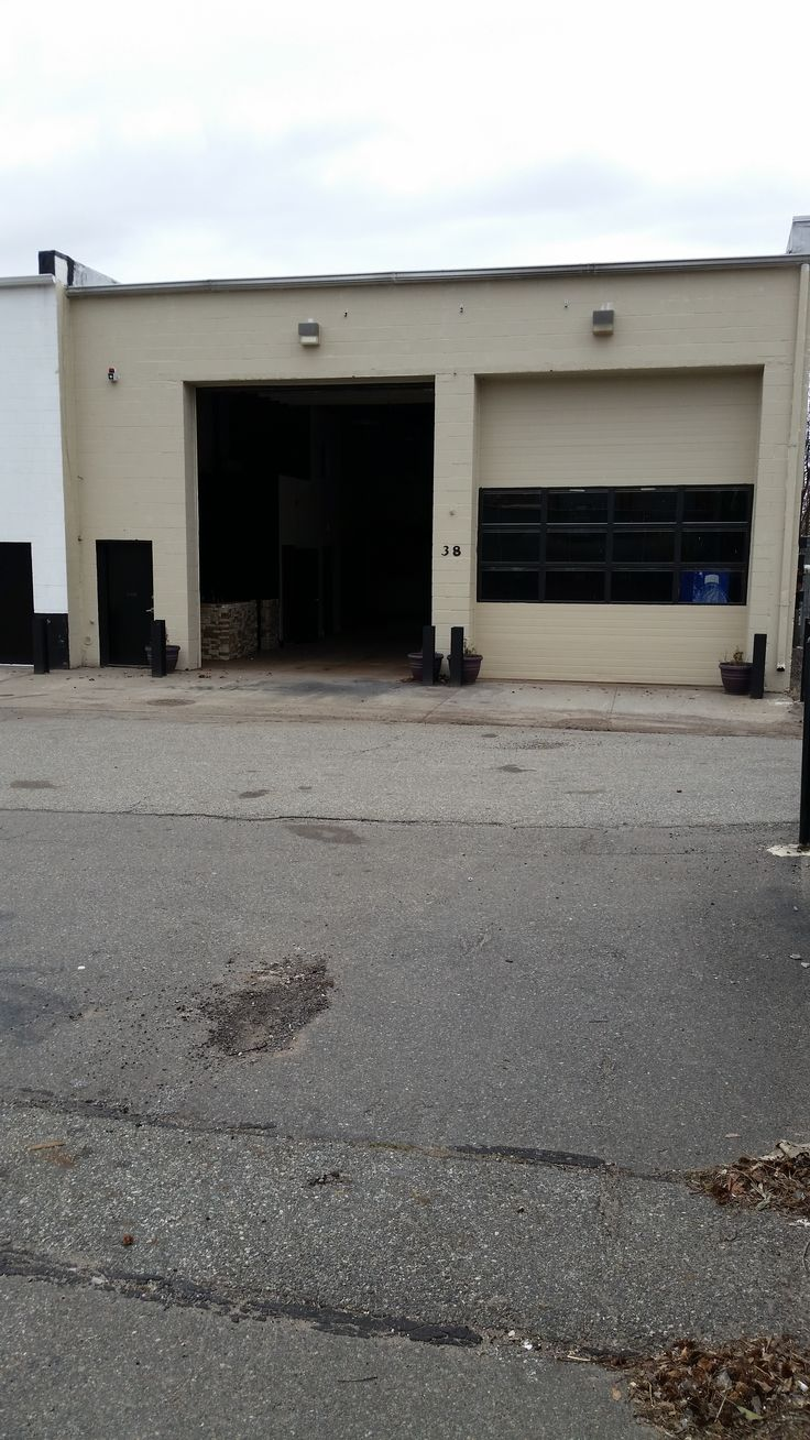 Commercial property for lease! Large warehouse located in Charleston, Staten Island. Contact us today! http://casandraproperties.com/38-winant-place-10309/