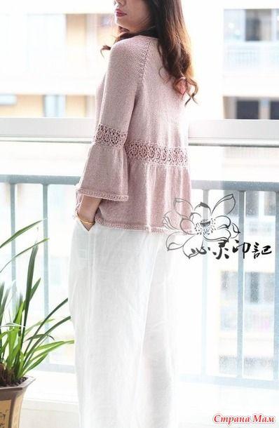 . Женский джемпер-блуза с ажурной вставкой (спицами)