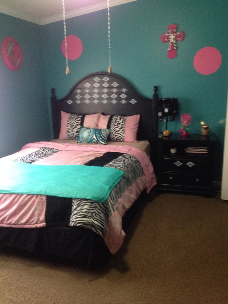 My Daughters Bedroom It Turned Out So Cute Zebra Pink Aqua Green