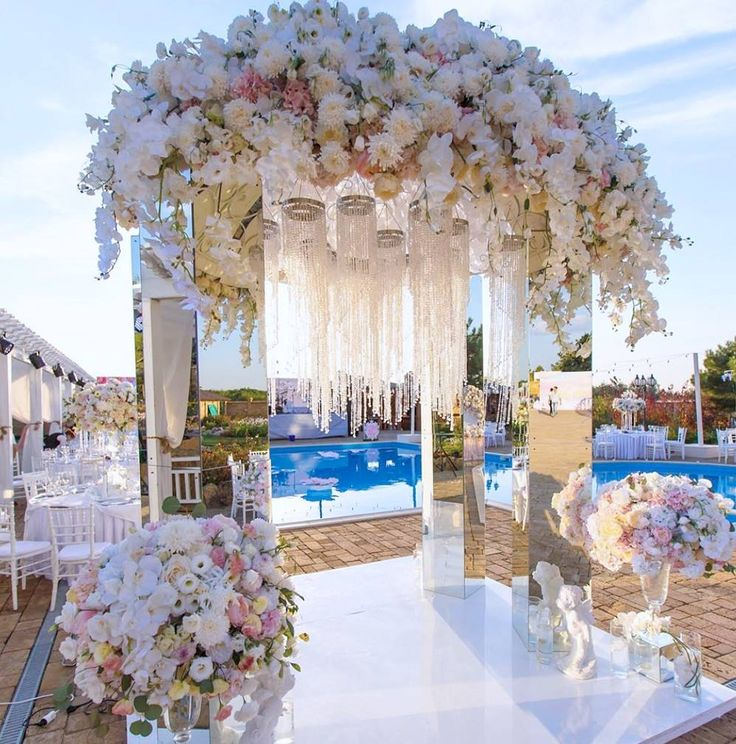 Dripping in floral and crystals for reflective poolside luxury! This outdoor elegance by #nebodecor just upped the wedding decor game! xoxo