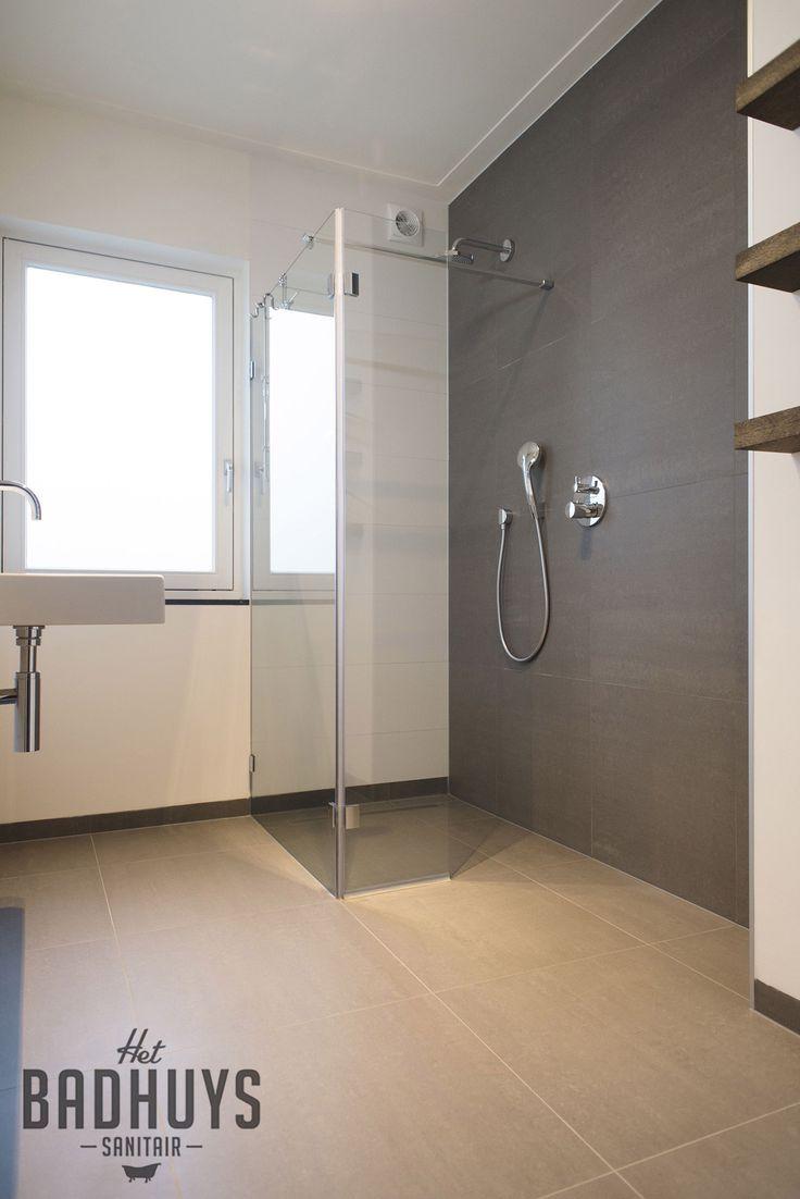 Moderne badkamer met inloopdouche l het badhuys breda moderne badkamers l het badhuys - Moderne badkamer betegelde vloer ...