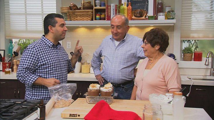 In dieser Episode hat Buddy Valastro ein Gemeinschaftskochen geplant, weil es viel mehr Spaß macht, mit der Familie am Herd zu stehen. Zusammen mit Tante Anna und Onkel Cosmo möchte der Kitchen Boss ein echtes Wohlfühl-Menü zaubern.