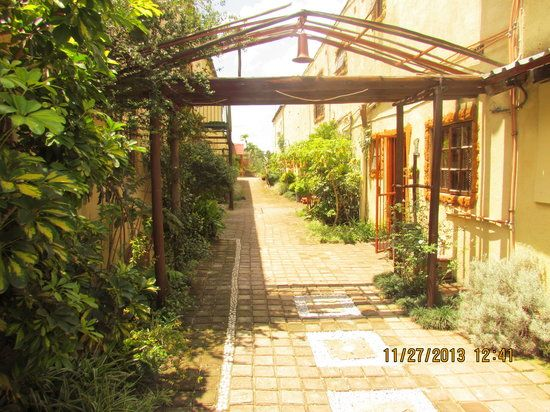 Hazyview Country Cottages provides affordable self catering accommodation , budget accommodation, budget self catering chalets in Hazyview, Mpumalanga. http://wikivillage.co.za/hazyview-country-cottages