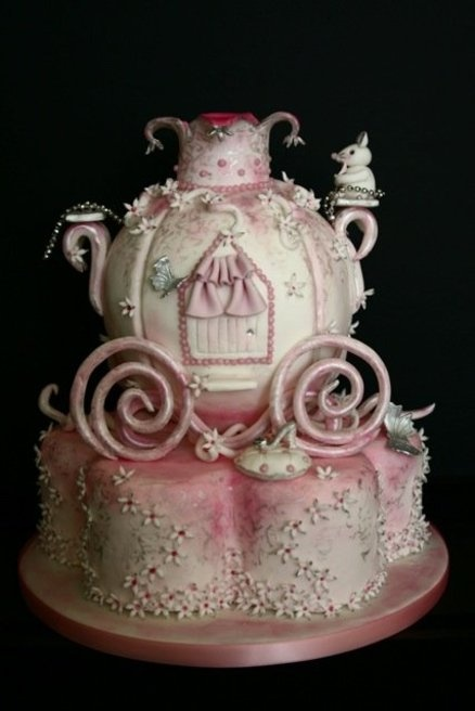 Birthday Cake : Fit for a princess by Petite Sweet-cake Boutique