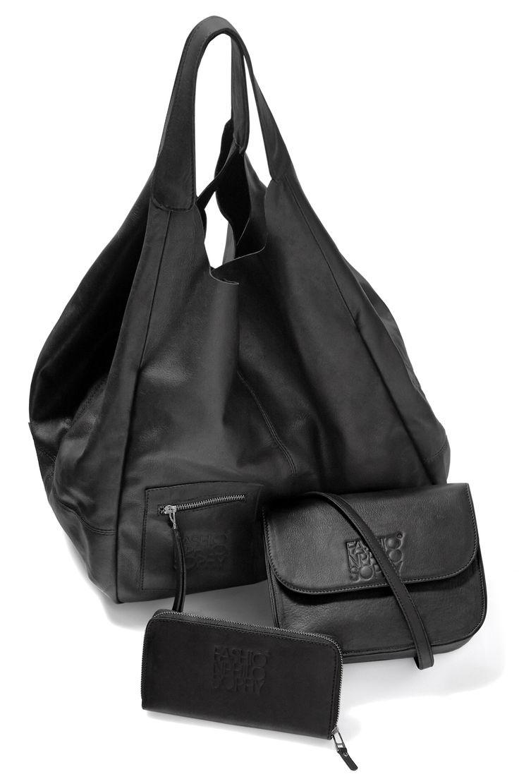 MAKO Bags: Każdy model poddajemy testom i szyjemy ze skóry, która pięknie się starzeje. Nasze torby są trochę jak wino – z czasem nabierają charakteru:)  Torbę z logo FashionPhilosophy można nabyć w butiku S IVORY w Manufakturze w Łodzi: https://www.facebook.com/pages/S-IVORY/220404294771172  #fashionweekpoland #fashionweekpl #bag #fall #trends #fashionphilosophy #fashionaddict #sivory #fashionweekpoland #fashionweekpl #bag #fall #trends #fashionphilosophy #fashionaddict