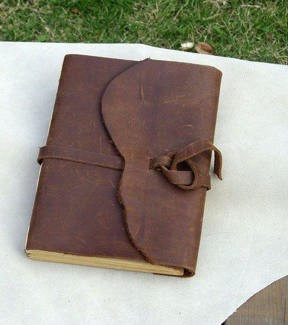 Leather journal, mais garder aussi cette idée pour fermer une pochette