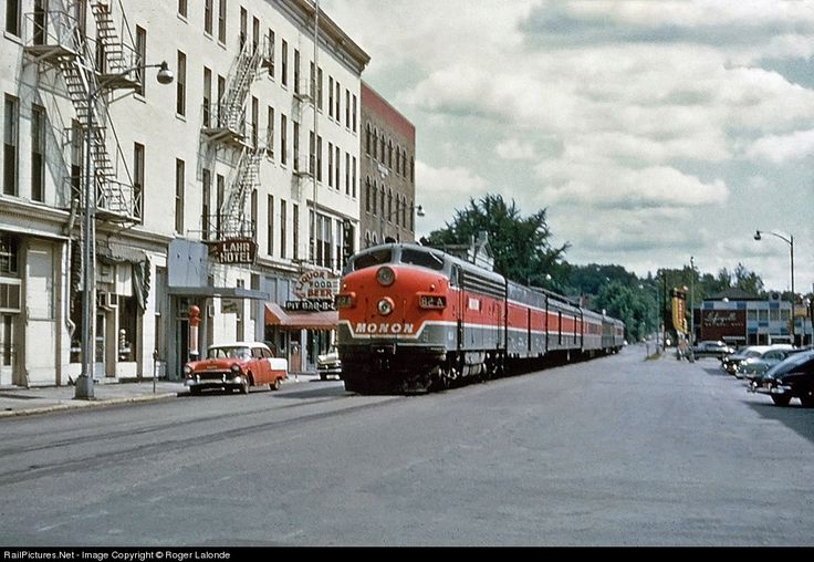 Monon F3(A) #82A on train #6 rolls down the middle of 5th street in Lafayette, IN.