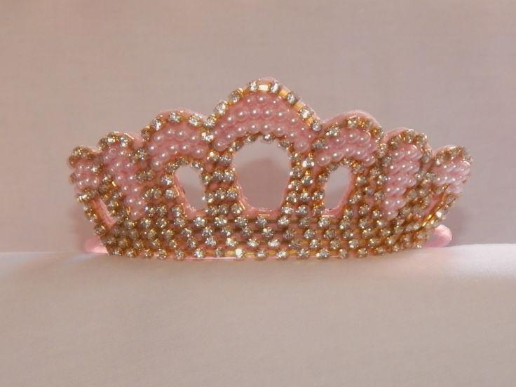 Tiara Coroa Princesa Encantada,  tiara forrada de cetim e coroa bordada com pérolas e strass.  Várias Cores.  Strass Prata ou Dourado.