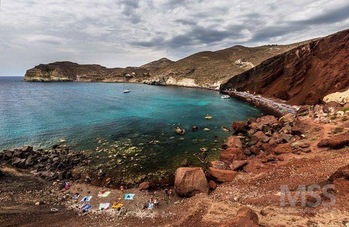 Red beach Santorini. #santorini #redbeach #wonderful_places #amazingview #beautifuldestinations #beach #summer #island #greece #sea #ig_europe #ig_greece #greecelover_gr #mss http://ift.tt/2uleYba