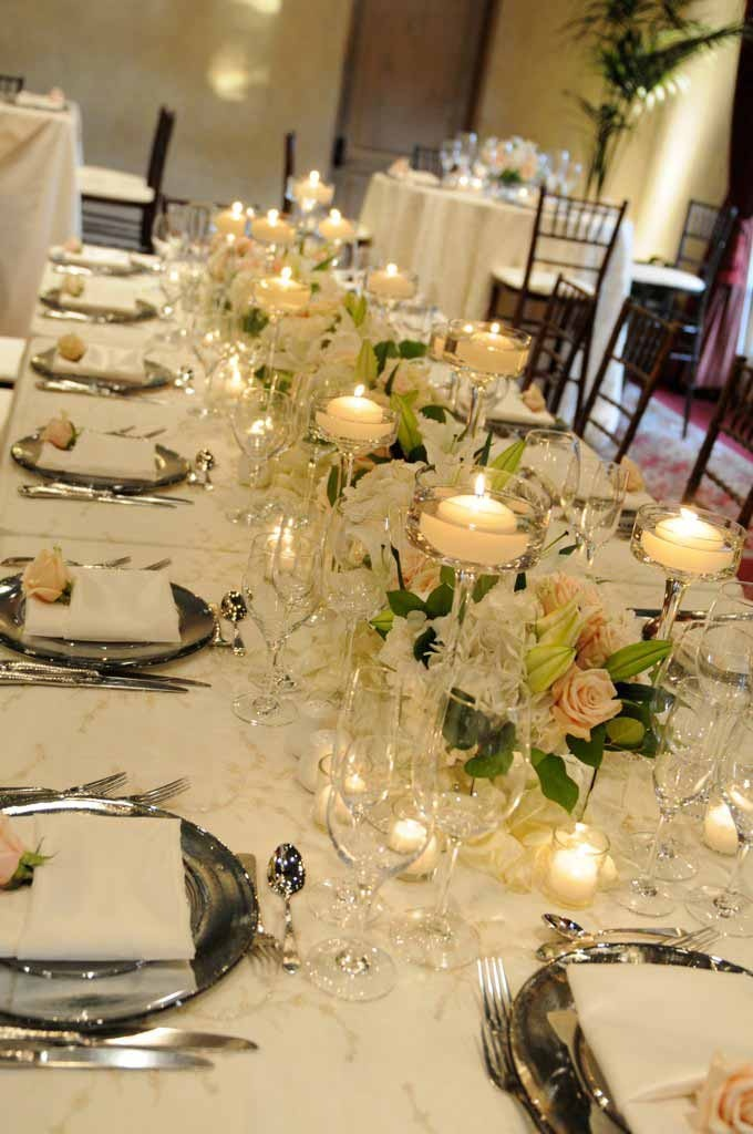Elegant white wedding reception tables projects to try for Elegant wedding table centerpieces