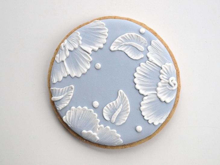 Brush embroidery cookies.