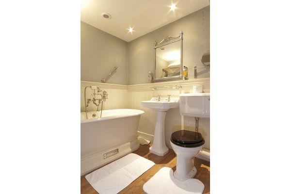Surrey toilet   Chadder & Co.