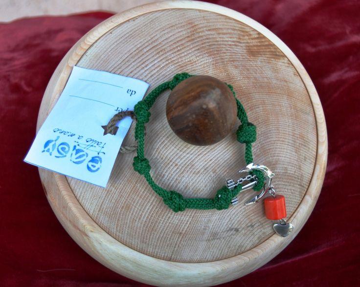 Scatola in legno di cirmolo realizzate a mano al tornio e Bracciale in corda con ancora