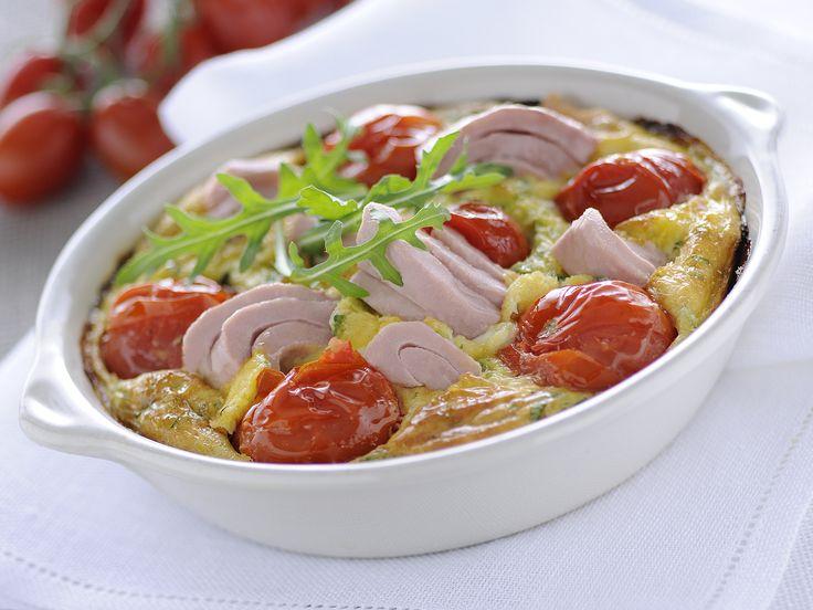 Ein super Rezept, für das Abendessen: Schnell, einfach, lecker und mit der Extraportion Eiweiß. Thunfisch-Flan mit Kirschtomaten und Rucola - smarter - Kalorien: 458 Kcal - Zeit: 30 Min.   eatsmarter.de