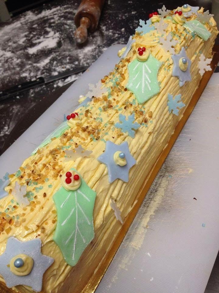 praline & vanilla Christmas log