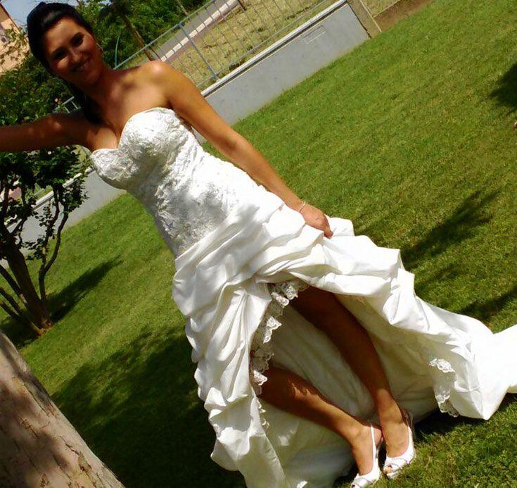 Mentre il prezioso corpino valorizza la figura della sposa, la gonna, davvero originale, si trasforma. Da lunga diventa corta sul davanti. Splendida nella sua versatilità si adatta a tutti i momenti del #matrimonio… #unasposatirapani #weddingday #tirapani #madeinitaly #sposavera #collezionesposa #wedding #weddingdress #bride #bridal