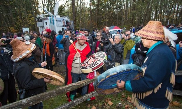 Canadian government pushing First Nations to give up land rights for oil and gas profits Harper government organized private meetings between oil firms and Indigenous chiefs to try and gain support for oil and gas pipelines and other investments located on their lands, documents reveal