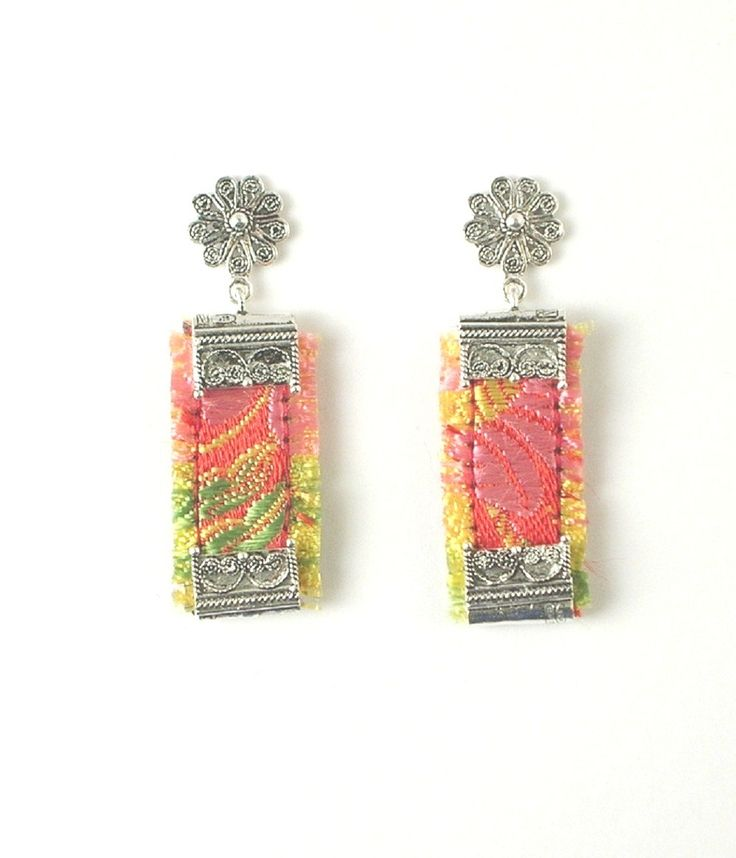 Orecchini sardi in filigrana d'argento e tessuto broccato