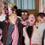 Bayern-Party auf dem Rathausbalkon: Sammers Meistertaufe - http://jackpot4me.com/ergebnisselive/bayern-party-auf-dem-rathausbalkon-sammers-meistertaufe/ - Penibel pflegt Matthias Sammer das Image des Mahners und Grblers. Bei der Meisterfeier des FC Bayern Mnchen konnte aber selbst er nicht mehr an sich halten. Ausgelassen feierte der Sportdirektor mit Spielern und Trainern auf dem Rathausbalkon. Nur bei Uli Hoene wollte nicht so...