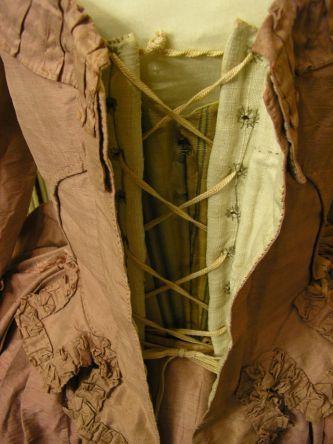 Great details - Dress a la polonaise, ca 1780 http://patrickberria.com/polonaise18eme.html