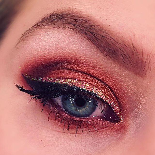 Simple fall inspired 🍂🍂🍂 #mua #motd #makeup #eyemakeup #eyebrows #glitter #look #lotd #eyeshadow #fashion #trend #blueeyes