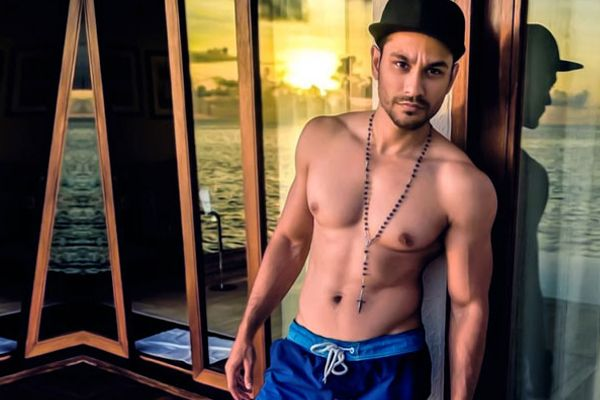 The Responsibility Of The Artist To Take Personality Seriously Kunal Khemu In 2020 Actors Police Officer Film