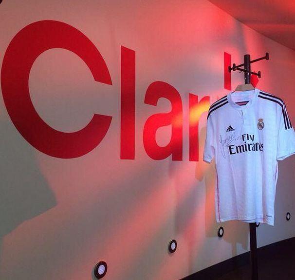 La camiseta de James puede ser tuya! Sigue en redes sociales a nuestro canal deportivo @clarosportsco con el ht #la10estaenCasa en tus mensajes y listo!  @sylviazuloSeguir