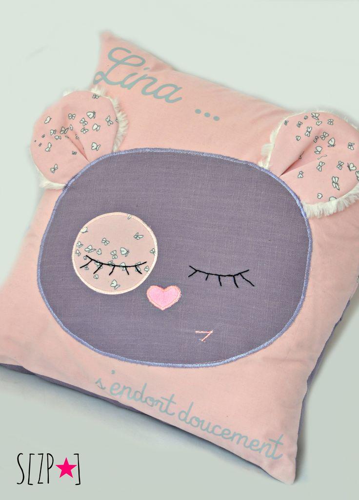 Coussin enfant personnalisé, coussin prénom & doudou. Coton rose et lin mauve http://shirleyzepap.com/