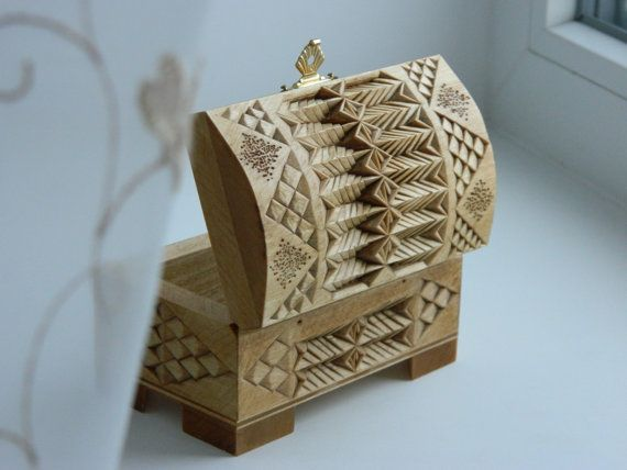 """Winter motif"" box by Tatiana Baldina (chip carving)"