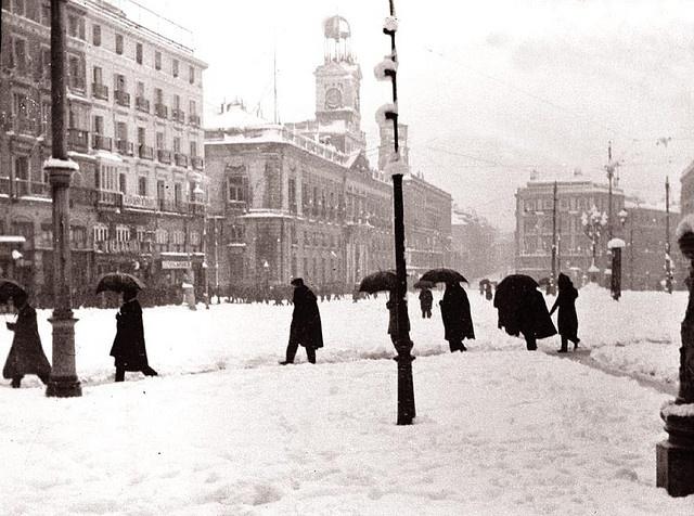 Nevada en la Puerta del Sol, principios de 1900. Madrid