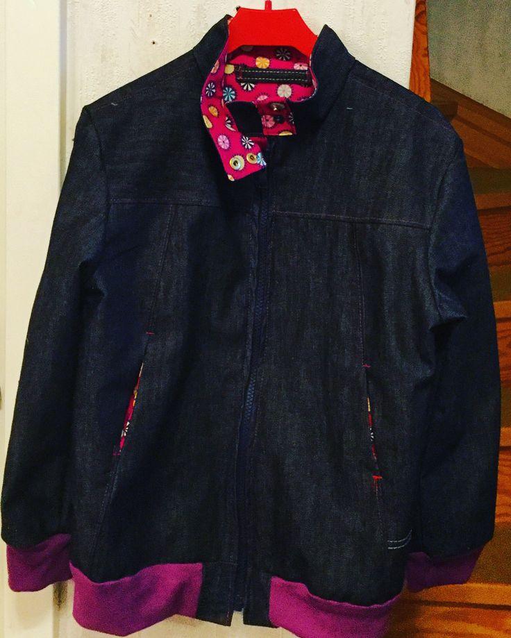 Jeansjacka av gamla kläder