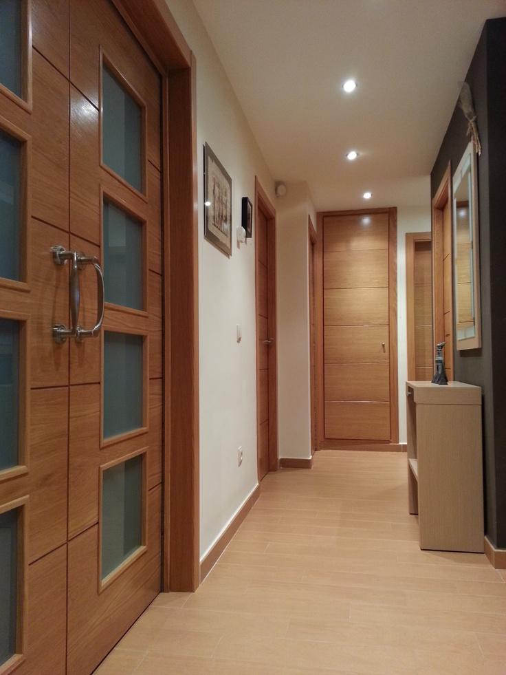 Decoracion contemporaneo pasillo recibidor espejos - Como pintar puertas de sapeli ...