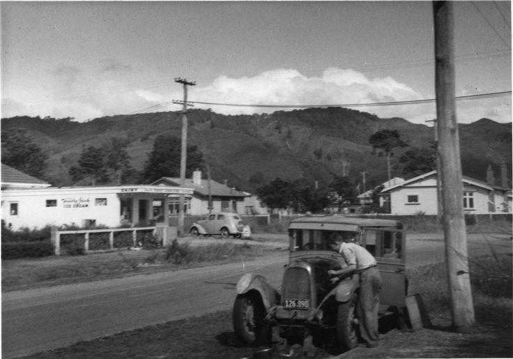 Ararino & Beth streets corner: dairy and cars; 1955. [P1-784-2822] | Upper Hutt City Library