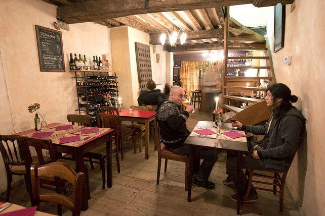 Dit zijn de beste Italiaanse restaurants in Vlaanderen en Brussel   Goesting   De Morgen: Waaistraat 14, 9000 Gent. www.lebaccanti.be