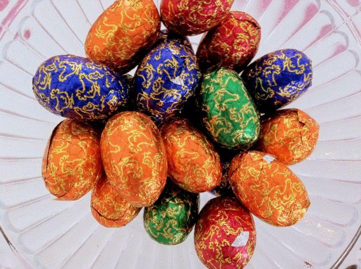 Pieniä täyssuklaa munia!
