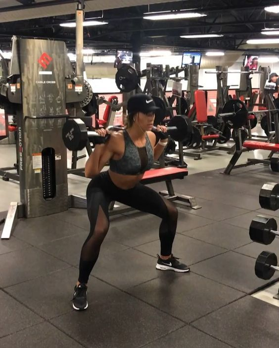 "9,264 Likes, 204 Comments - KELSEY WELLS (@kelseywells) on Instagram: ""LEG DAY ANYONE? . 10 Sumo Squat Pulses (8 Pulses per rep) 12 Sumo Front Squats 12 Double-Pulse…"""