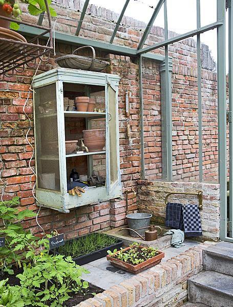 kas van gebruikte materialen #greenhouse #garden #brick