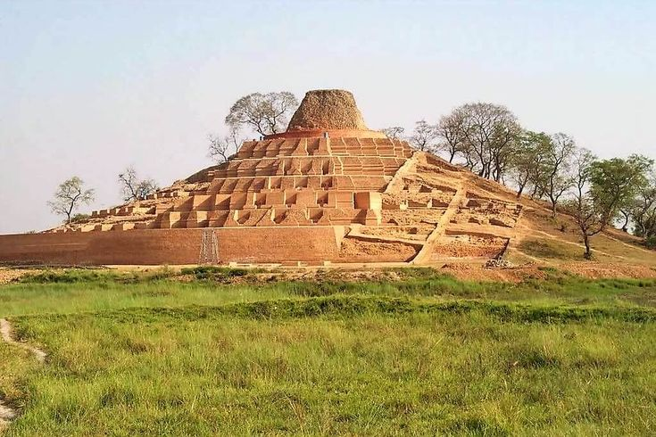 Kesariya Stupa is dedicated to Lord Buddha and it is believed to date back to somewhere between 200 AD and 750 AD. This remarkable structure was discovered by the Archaeological Survey of India (ASI) in 1998.