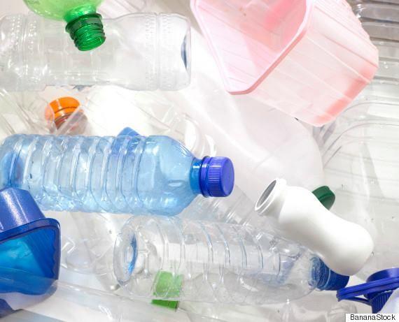 自然由来のプラスチックは土壌菌などで分解されるものが多いようで、今問題になっているマイクロプラスチックなどの問題解決になるかもしれません。 ただ、藻の遺伝子の操作の可否は確認したいところですが。 【え、藻がプラスチックを作る? CO2を劇的に減らす可能性も(研究結果)】