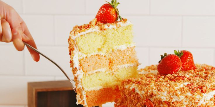 The Inside Of This Strawberry Crunch Cake Will Make You SwoonNEW HEADLINE, JO