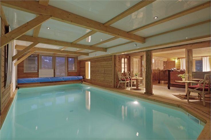 Chalet d exception à vendre massif des Aravis, haute Savoie. 400m2 sur 3 niveaux ! Prestations luxueuses (piscine intérieure, espace spa, appartement privé,...)