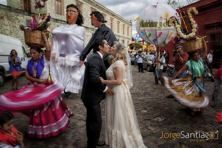 Calenda de bodas en Oaxaca, Mexico