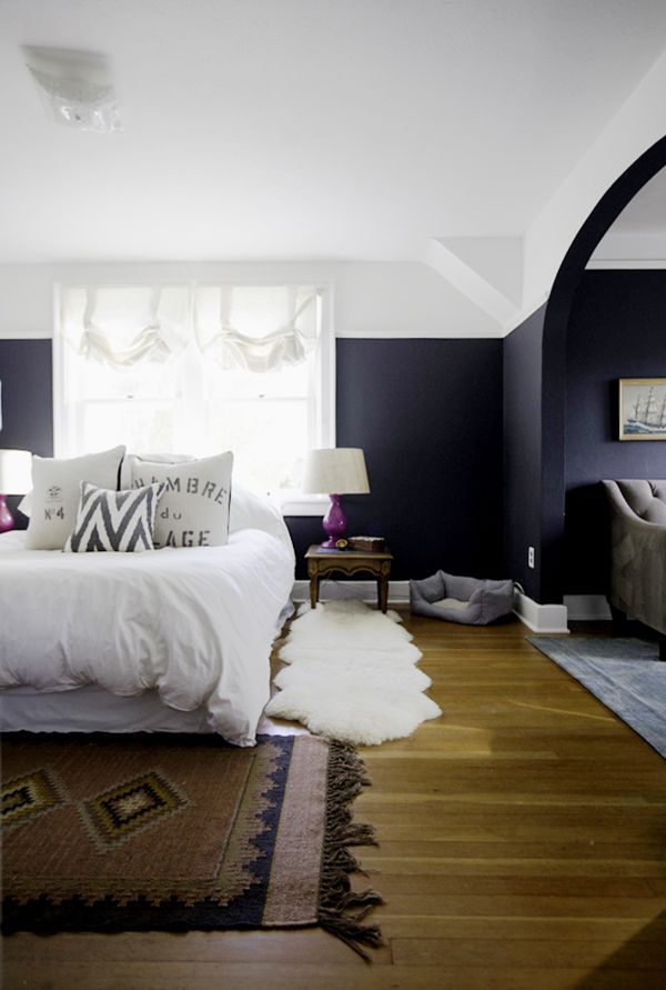 navy blue bedroom with fuchsia lamps and vintage rug   tiffany wendel house tour via coco+kelley