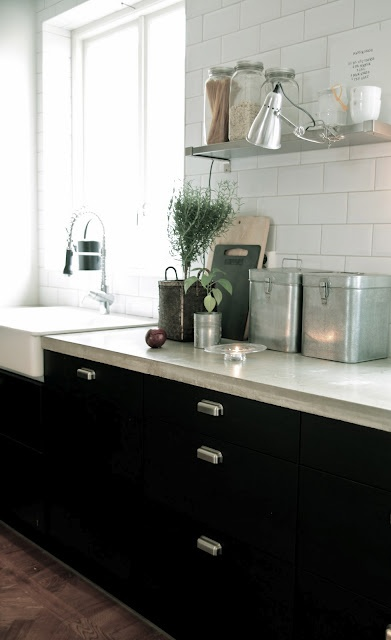 another example of dark cabinets with white walls and subway tile....