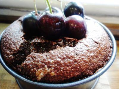 Pečený čokoládovo-čerešňový puding z amarantu