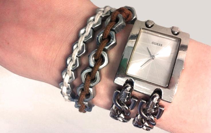 Een sieradenlijn met een industriële look. De trend wat betreft stoere sieraden ligt dit seizoen bij industrieel geïnspireerde juweeltjes, dus hier spelen wij mooi op in! Door het gebruik van moertjes en eventuele andere ijzerwaren zullen wij deze look gaan creëren.