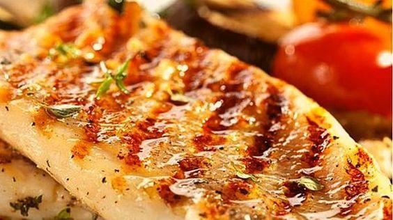 Mero a la parrilla, receta sencilla pero con truco, marinamos el pescado para que resulte aún más sabroso. Te contamos el paso a paso.