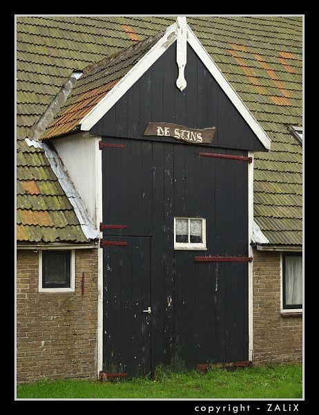 Oosterend (Terschelling) boerderij van het Terscellinger type met de karakteristiek uitgebouwde staldeur