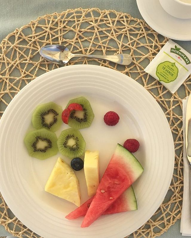 Get your Vitamin C kick with antioxidant boosting kiwi, pineapple & watermelon🍉 #healthy #breakfast #fitspo #foodblog #foodblogger #lifestyleblog #lifestyleblogger #fruit #watermelon #kiwi #pineapple #healthyfood #healthybreakfast #healthyeating #healthylifestyle #healthyrecipes #blog #blogger #blogging #jofreemansworld #aguaarmarga #hotel #hotels #breakfastideas #antioxidants #modellife #eatclean #eatlean #fit #lifestyle  Yummery - best recipes. Follow Us! #healthyrecipes